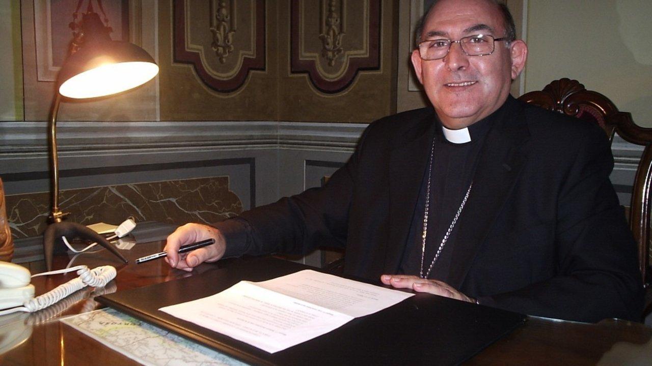 Monseñor Casimiro López Llorente.