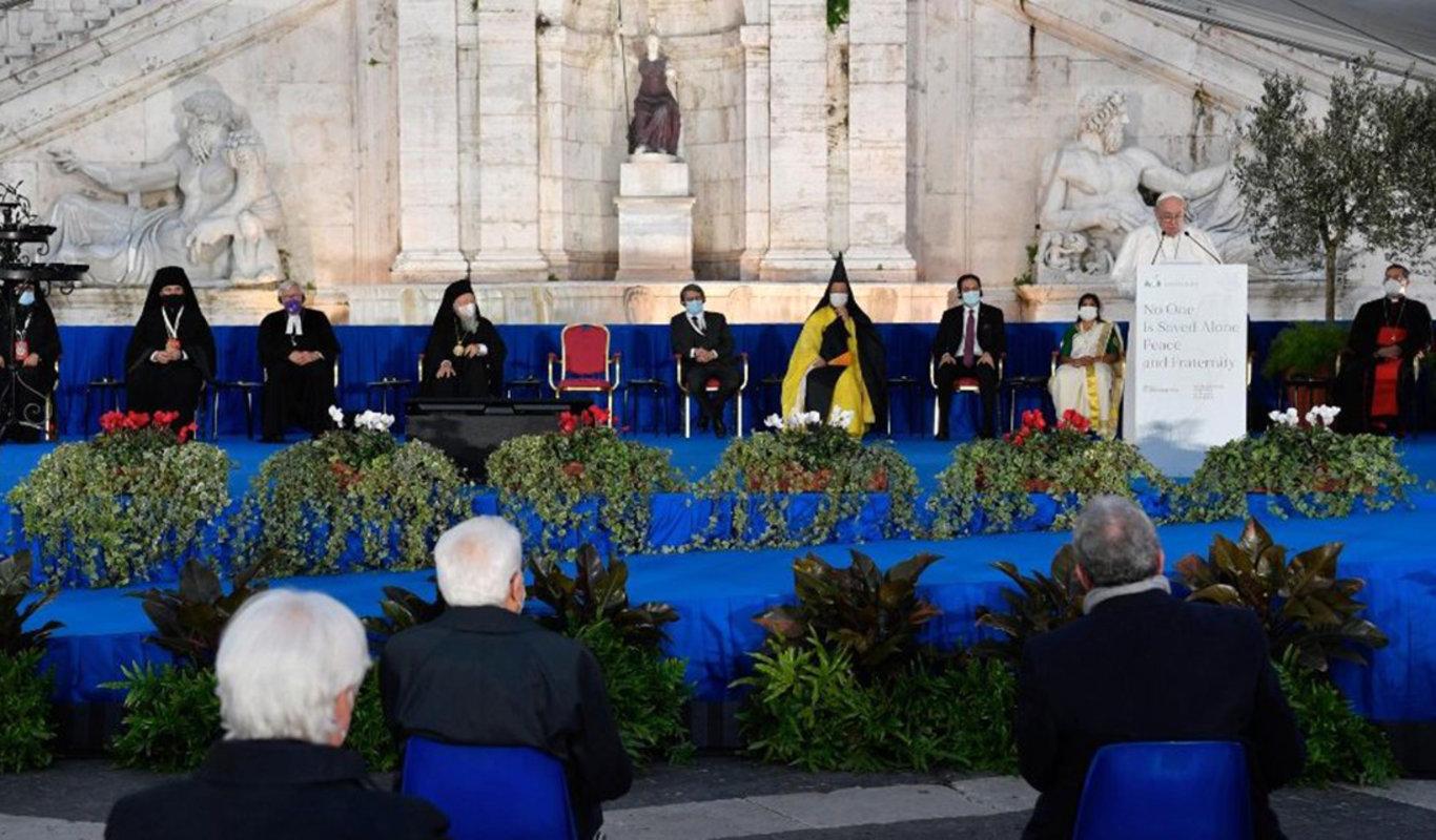 Actualidad: El Papa Francisco convocó a las religiones a no resignarse nunca a la guerra