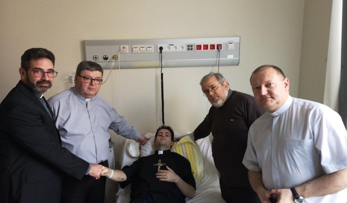 Joven polaco con cáncer terminar ordenado sacerdote antes de morir.