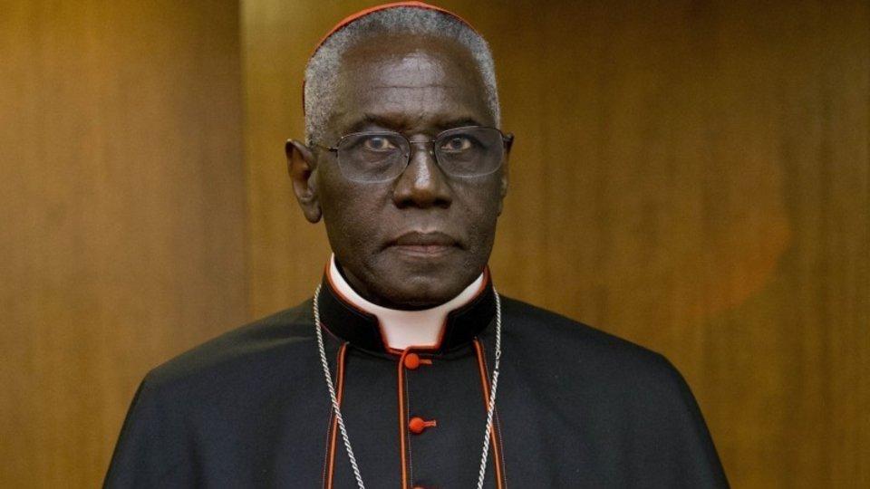 El cardenal Robert Sarah, Prefecto de la Congregación para el Culto Divino.