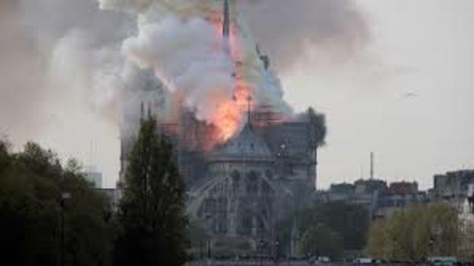 Indendio en Notre Dame.